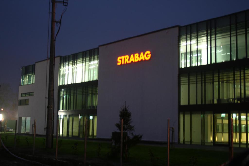 Litery przestrzenne Strabag11